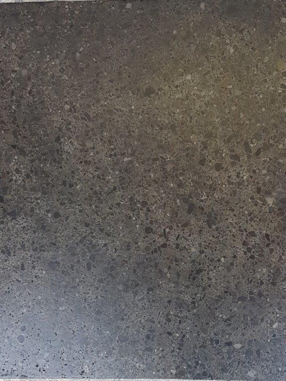 Nr.7 - Terrazzo-Schliff, 4% eingefärbt, zusätzliches oberflächiges Einfärben, Oberflächenverhärtet & imprägniert